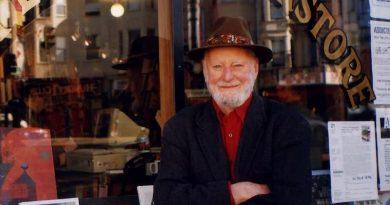 """纪念""""城市之光""""书店创始人劳伦斯·费林盖蒂"""